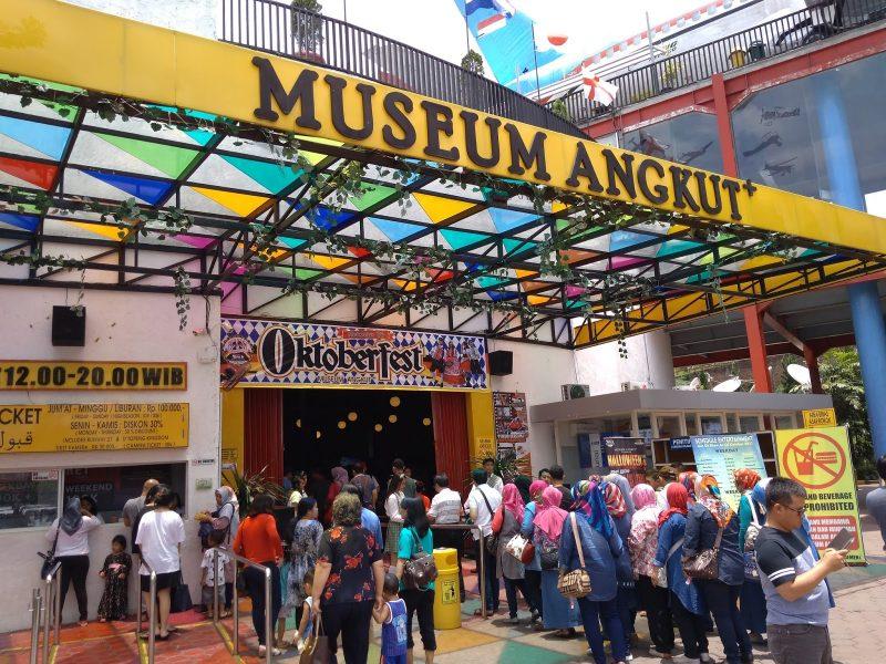 Pintu Masuk Museum Angkut