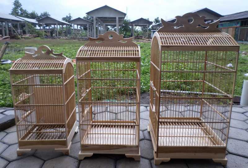 Membersihkan Kandang Burung Tetap Bersih