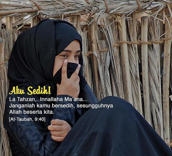Gambar Muslimah bersedih