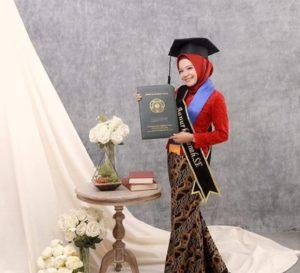 Model Rok Batik Panjang Mermaid Kebaya Wisuda